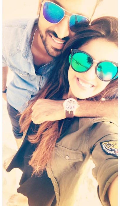Selfie Moment of Krunal Pandya with Pankhuri Sharma