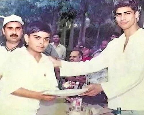 Ashish Nehra and young Virat Kohli