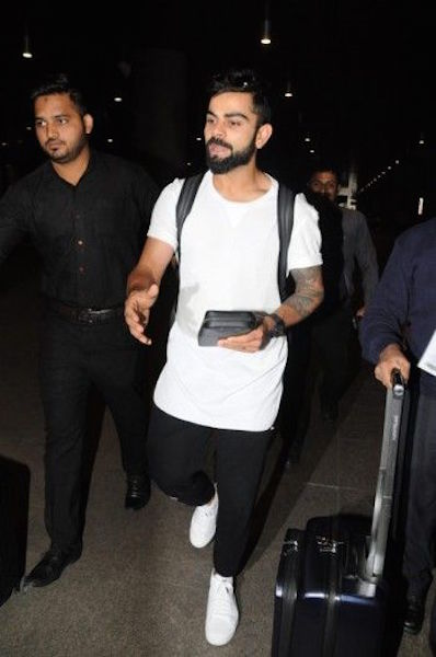 virat-kohli-with-most-expensive-wallet-ever