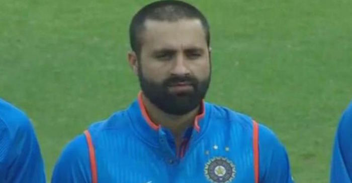 Parvez Rasool trolled on Twitter for chewing gum during India's National Anthem! Watch video!