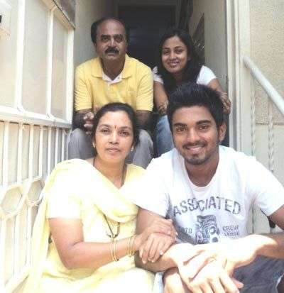 kl-rahul-with-his-family