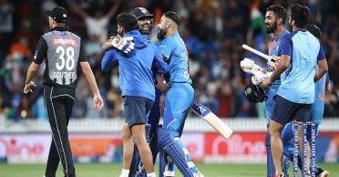 NZ vs IND: Cricketing world goes wild as Rohit Sharma wins it for India in the Super Over
