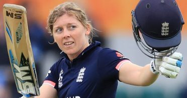 Heather Knight propels England to victory in Super Over clash against Australia