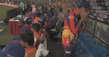 PSL in controversy again for wrong reasons, dugout personnel uses a mobile phone during the match
