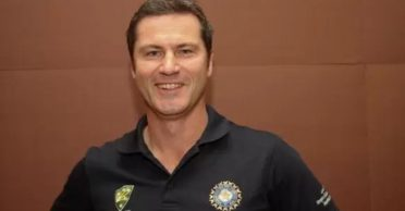 Simon Taufel answers the question regarding his current favorite international batsman and bowler in style