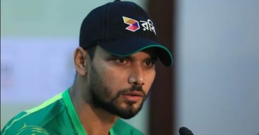 'Am I a thief?': Mashrafe Mortaza lashes out at media personnel for a bizarre question