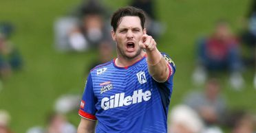 Mitchell McClenaghan savagely trolls a fan asking about his retirement