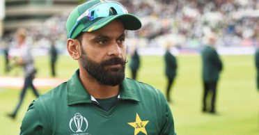 Mohammad Hafeez's COVID-19 positive results false alarms; tested negative after opting 'second opinion'