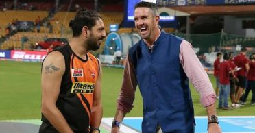Kevin Pietersen and Yuvraj Singh engage in banter over Chelsea's FA Cup semi-final win