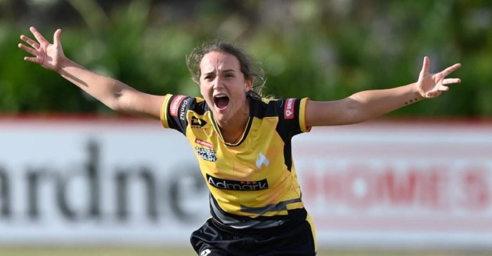 WATCH: White Ferns star Amelia Kerr takes a hat-trick in Super Smash final