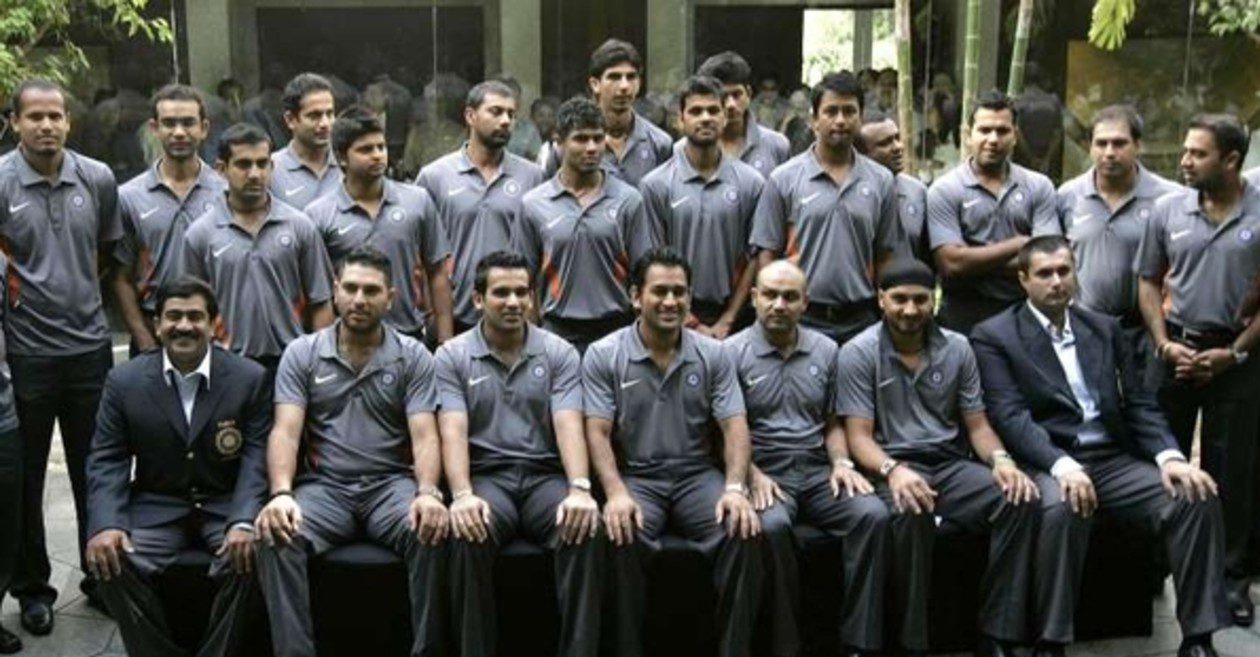 Here's why MS Dhoni took the entire Indian squad for a press conference in 2009